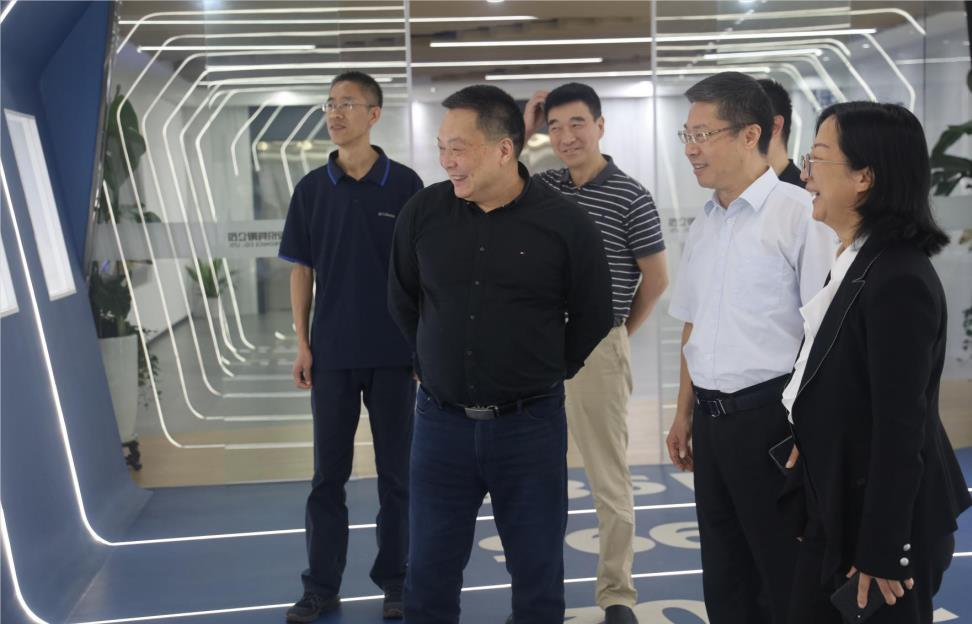 Mr. Li Qinglong of the China Astronaut Research and Training Center took a team to visit Fanhai Sanjiang